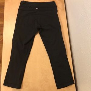 Lululemon Wunder Under Crops with Zipper (Size: 2)